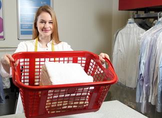 Mehrwegverpackungen: Kommen Kleider nicht mehr in die Tüte?